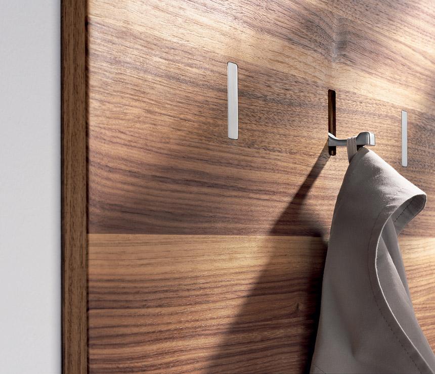 Korytarz przedpokój chowany wieszak wąski korytarz jak urzadzić przedpokój funkcjonalny korytarz projektowanie wnętrza warszawa architekt wnetrz
