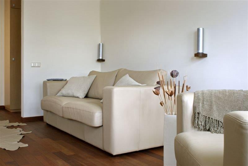 skórzana sofa ecru