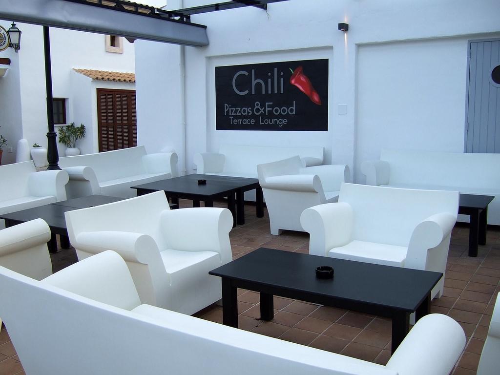 Bubble club sofa. Producent: Kartell; foto:http://suite22.ca