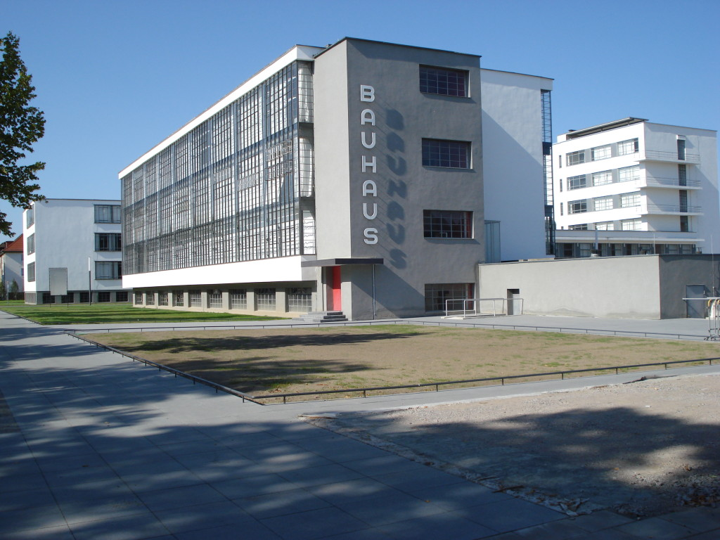 Budynek szkoły Bauhaus w Dessau  foto źródło: http://bauhaus-online.de
