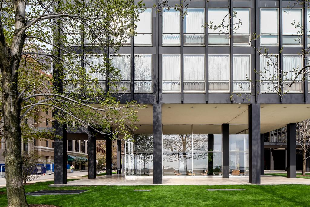 Budynki mieszkalne 860-880 Lake Shore Drive w Chicago.Projekt -Ludwig Mies van der Rohe. Foto źródło:  www.flickr.com