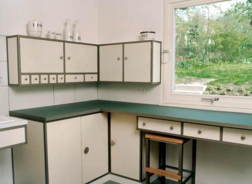 Wyremontowana kuchnia. Haus Am Horn. Weimar   Foto źródło: http://kitchentalkblog.com