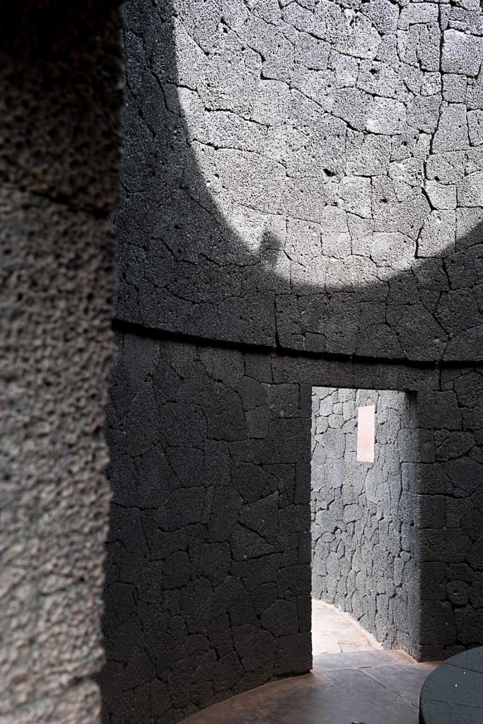 Punkt widokowy.  Proj. César Manrique. TIMANFAYA - HISZPAŃSKI PARK NARODOWY na Lanzarote Foto: Jacek Tryc