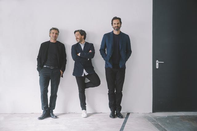 Philippe Grohe, szef marki Axor w towarzystwie Edwarda Barbera and Jay'a Osgerby'ego Foto źródło: Alexander Schneider for Axor / Hansgrohe SE