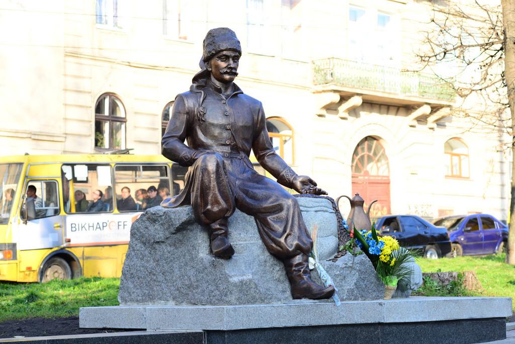 Pomnik Jerzego Kulczyckiego  Foto źródło: http://lwow.info