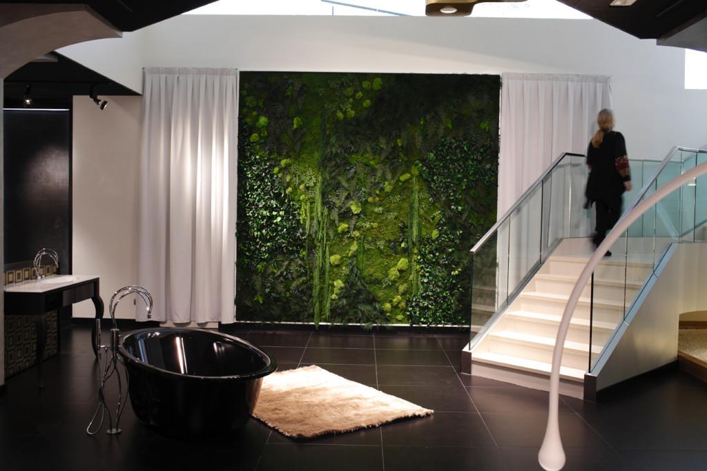 Dekoracja roślinna w łazience Foto żódło: http://www.jardinesverticalesweb.com