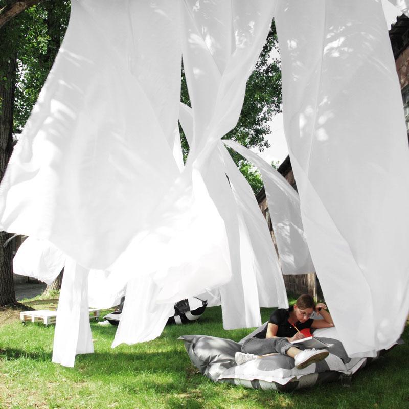 Pufa MIUKI w ogrodzie  Foto źródło:https://pl.pinterest.com