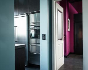 projektowanie wnętrz warszawa, turkusowa ściana, różowa ściana,serii LS 990 w kolorach Les Couleurs® Le Corbusier, włącznik, wyłącznik