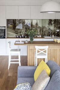 biała kuchnia, nowoczesna kuchnia apartament w zakopanem dom w górach drewniane meble na ludowo projektowanie wnętrz zakopane warszawa motywy podhalańskie ładne mieszkanie inspiracje wnętrza projektant wnętrz dom w zakopanem nowoczesne mieszkanie