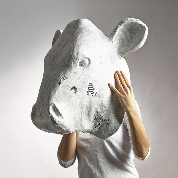 papierowe rzeźby ekologiczne głowa krowy kolorowe rzeźby architekt wnętrz projektowanie wnętrz warszawa design ozdoby na ścianę dekoracje ścienne