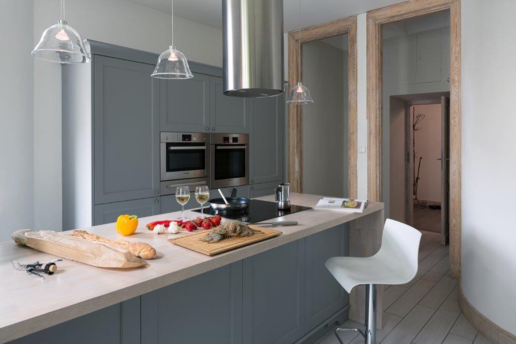 @tryc.pl projektowanie wnętrz warszawa kuchnia klasyczna ekskluzywna kuchnia kuchnia starej kamienicy szara kuchnia klasyczne meble w nowoczesnym wnętrzu
