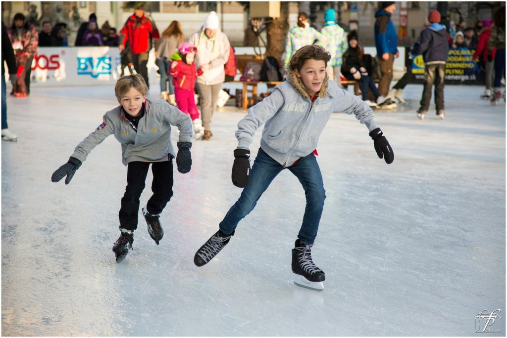ice skating lodowisko łyżwy jazda na łyżwach sporty zimowe blog jak dobrze przeżyć zimę czas na relaks aktywny co robić zimą gdzie na łyżwy life style