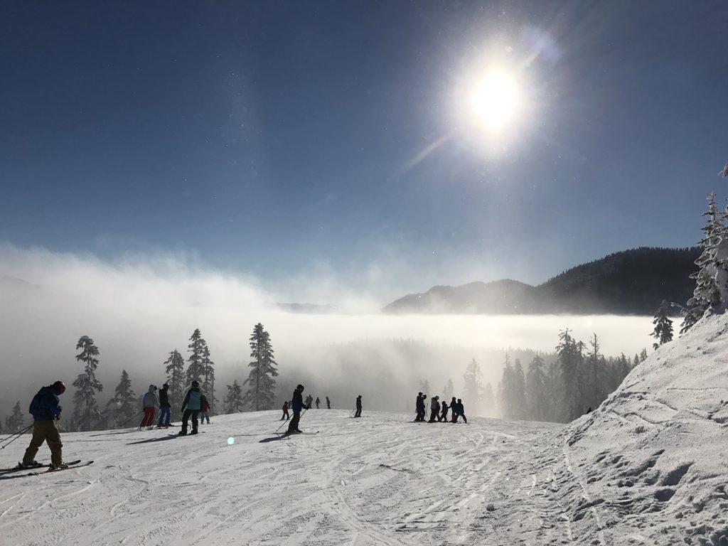 góry narty ski zimowa aura jazda na nartach urlop w górach cieszyć się zimą