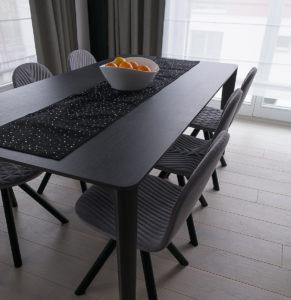stól i krzesła, jadalnia, Jacek Tryc, projektowanie wnętrz, aranżacja wnętrz, architekt Warszawa