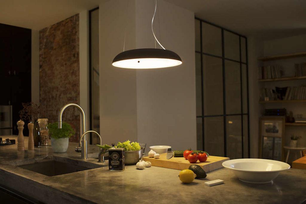 lampa elegancka lampa lampa do kuchni lampa nad wyspę dobre oświetlenia inteligentny dom jakie oświetlenie wybrać lampy sterowane telefonem philips architekt poleca Jacek Tryc warszawa