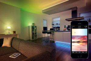 kolorowe światło w domu lampy LED żarówki Philips czujnik ruchu inteligentny dom jakie oświetlenie jest najlepsze