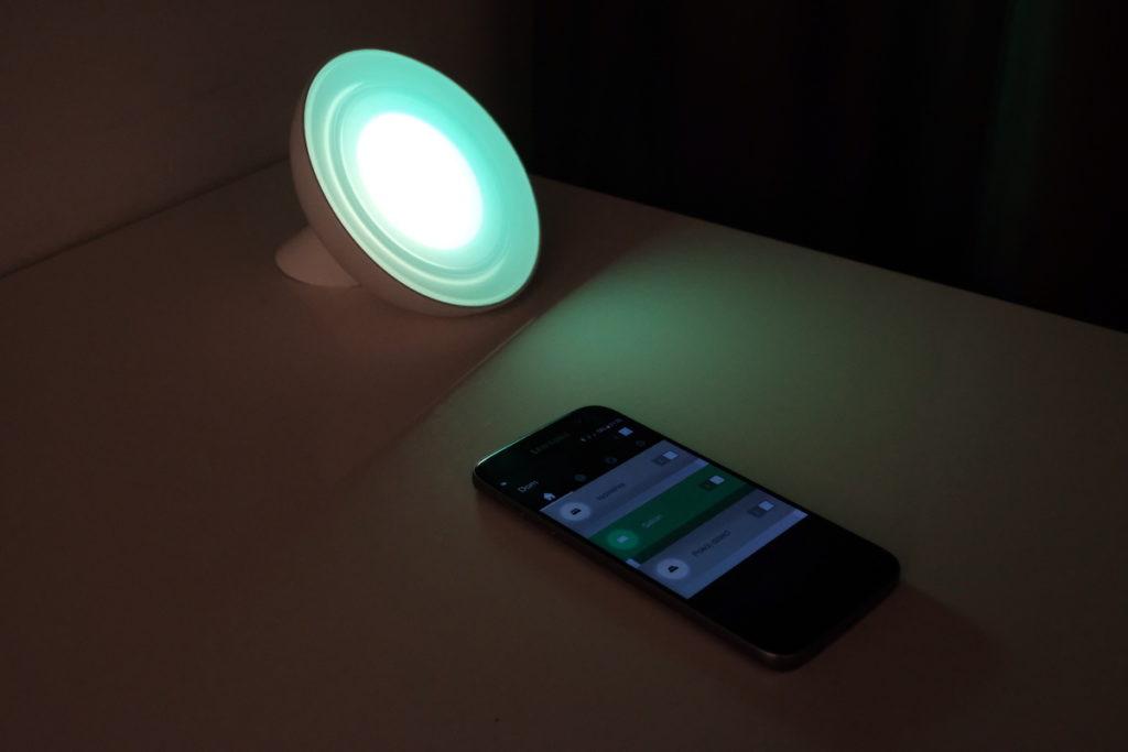 lampy włączane przez telefon system hue aplikacja philips inteligentny dom światło internet lampy led jakie oświetlenie do domu mieszkanie dom architekt energooszczędne oświetlenie