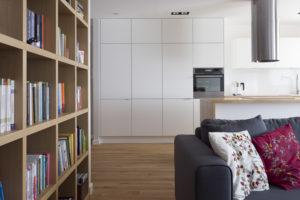 nowoczesna kuchnia folkowe biblioteczka poduchy Jacek Tryc Projektowanie wnętrz Architekt Warszawa dobry architekt Aranżacja wnętrz