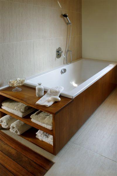 zabudowa wanny półka przy wanniezabudowa pralkimeble do łazienki Jacek Tryc architekt zabudowana pralka łazienka w bloku urządzamy łazienkę aranżacja łazienki projektowanie wnętrz warszawa ładne łazienki dobry architekt blat pod umywalkę drewno w łazience drewniana podłoga w łazience