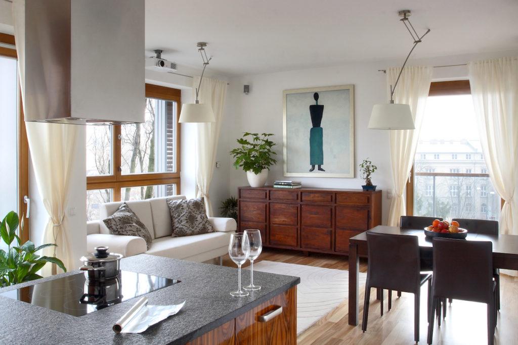 rozkładany stól sztuka w domu salon z kuchnią organizuję wigilię uradzam jadalnie stół jaki stół do domu