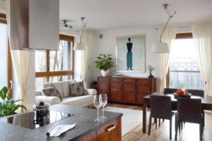 salon z kuchnią obraz w salonie apartament Mokotów sztuka w domu architekt wnętrz radzi obraz do Twojego domu gdzie powiesić obraz