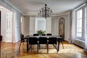 rzeźba w domu sztuka w domu miłośnicy sztuki jak eksponować sztukę w domu jaka sztuka pasuje do współczesnych projektowanie wnętrz Warszawa wnętrz