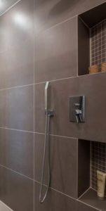 szukam dobrego architekta półki pod prysznic wnęka pod prysznicem na kosmetyki, czy to się sprawdza czy ktoś ma pod prysznicem wnękę na kosmeytki? Urzadzam mieszkanie szukam inspiracji funkcjonale rozwiązania w domu urządzam łązienke