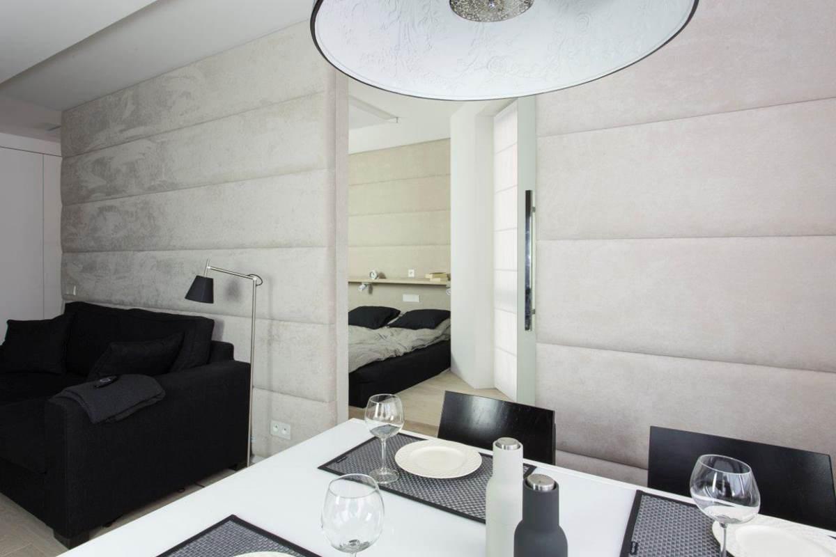 kreatywny projektant dobrze zagospodarowana przestrzeń w domu sypialnia jadalnia i salon piękna lampa nad stołem architekt wnętrz dobry projektant Warszawa apartament Kabaty pracownia projektowania wnętrz Jacek Tryc