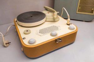 sztuka użytkowa, design, PRL, stary gramofon