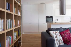 salon kuchnia biblioteczka Jacek Tryc architekt projektant pracownia projektowa Warszawa Żoliborz