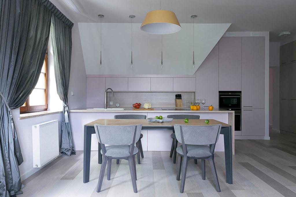 oryginalna kuchniakuchnia, meble kuchenne, pastelowe kolory w domu, kuchnia inna niż biała, kuchnia nie biała znaczy jaka? nie chcę białych mebli nowoczesne wnętrza Sopot dobry architekt Jacek Tryc projektowanie