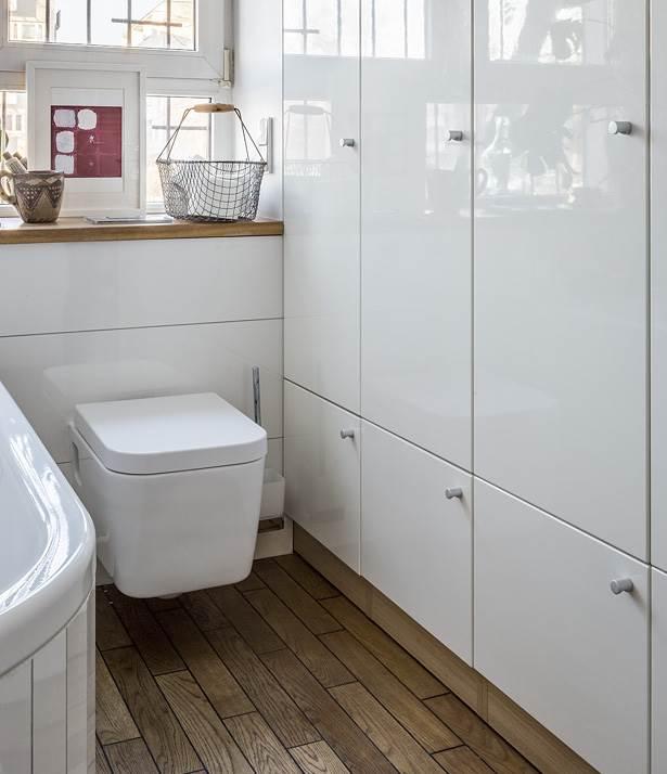 czysty dom dobry architekt łazienka przechowywanie w łazience aranżacja wnętrz ładne mieszkanie ładna łazienka łazienka z oknem