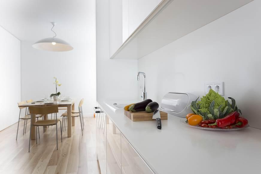 czysty dom kuchnia w jasnych kolorach kuchnia z jadalnią architekt wnętrz Warszawa Jacek Tryc