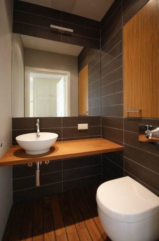 aranżacja małej łazienki przy salonie toaleta dla gości inspirujące projekty wnętrz pracownia projektowania wnętrz architekt wnętrz