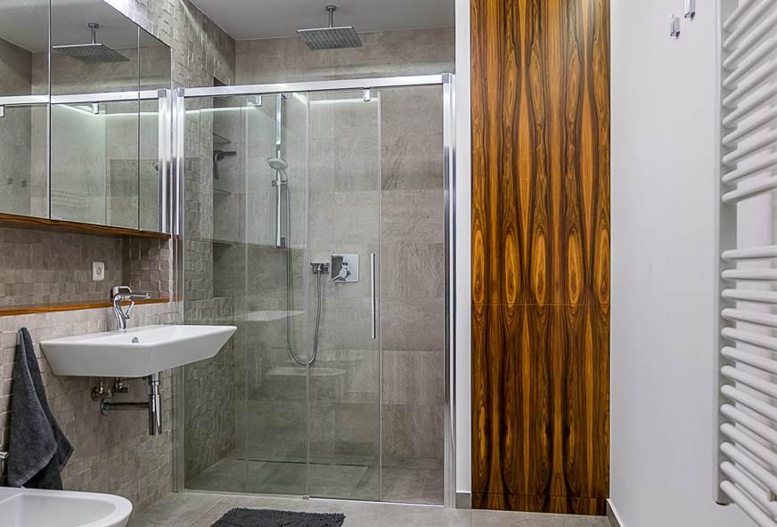 szara łazienka aranżacja domów luksusowe wnętrza projekty pod klucz Warszawa piękna łazienka