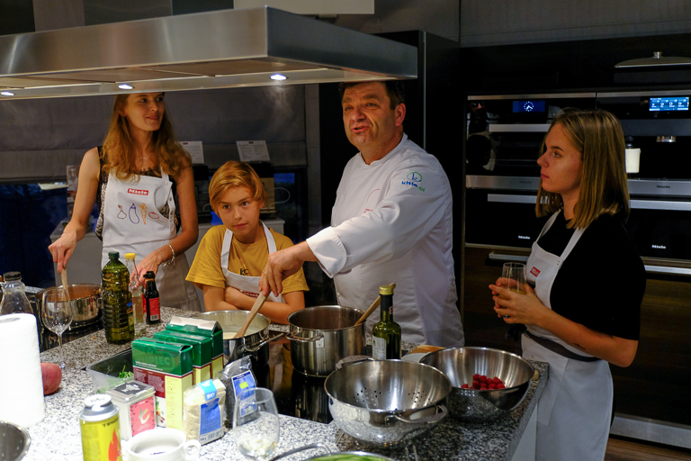 nowoczesna kuchnia rodzinne gotowanie Jacek Tryc architekt wnętrz warsztaty kulinarne Jarosław Uściński