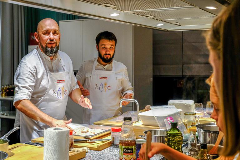 nowoczesna kuchnia warsztaty kulinarne architekt Jacek Tryc kucharz Jarosław Uściński Warszawa