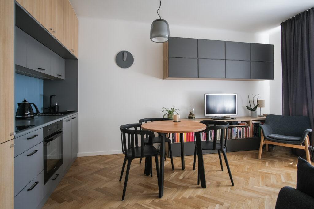 kawalerka kuchnia z salonem nowoczesna kuchnia jak urządzić kawalerkę aranżacja wnętrz projektowanie wnętrz Jacek Tryc architekt